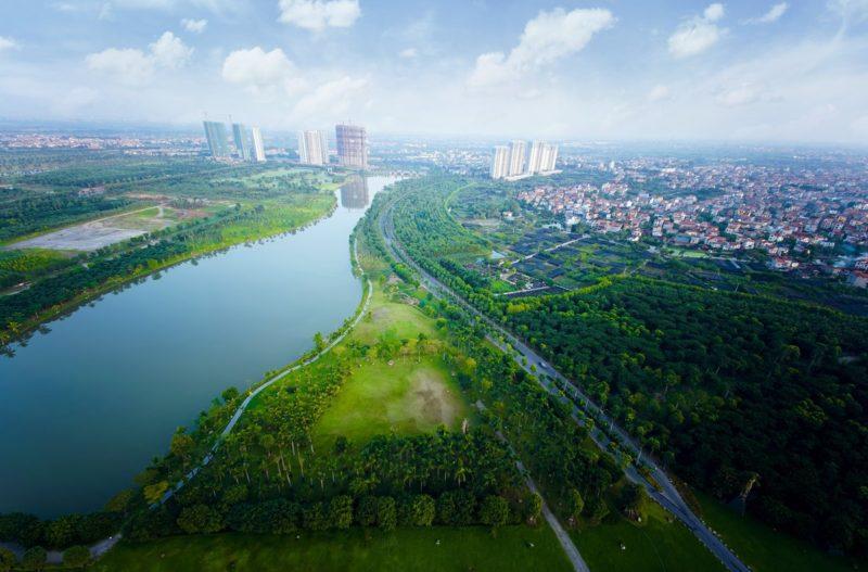 """Những con đường """"trốn nắng"""" ngập cây xanh đẹp mê mẩn ngay gần Hà Nội"""